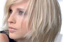 блондинка со средними