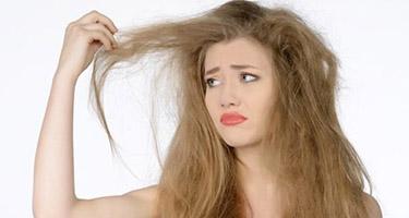 Волосы становятся сухими из-за различных факторов