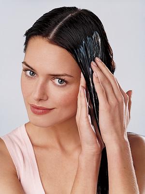 наносят в основном на грязные волосы